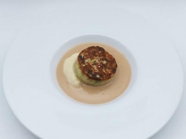 La Table du Prieuré Biscuit de lieu jaune et langoustines, rhubarbe et algues wakamé, jus des têtes crémé